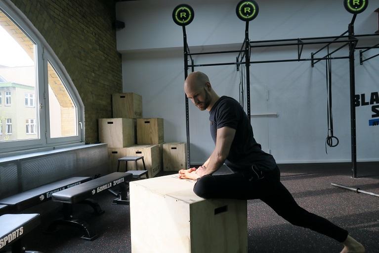 Mobilisiere die tiefen Muskeln im Glutaeus für eine bessere ...