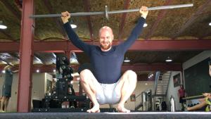 Overhead Schulter Rotationen - ebenfalls eine Fortgeschrittene loaded Mobility Übung um die Kontrolle und Rotationen der Schultern zu verbessern.